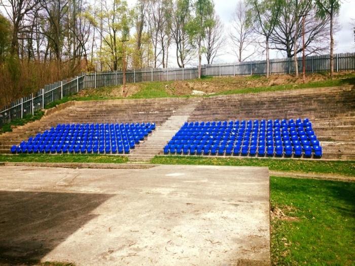 Získanie 291 ks sedačiek na amfiteáter za cenu 1 euro/kus